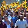 قوات الأمن تقوم بتفريق مسيرة إخوانية بشارع الخزان