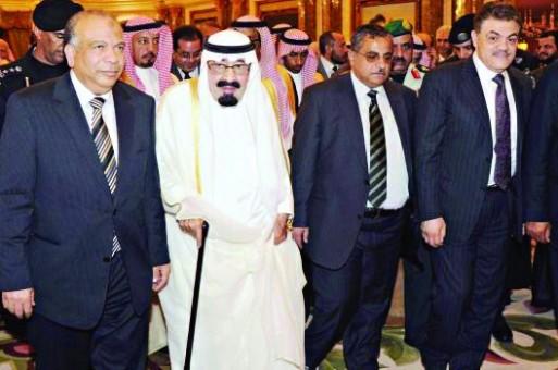 استقبال خادم الحرمين الشريفين لأعضاء الوفد المصري (واس)